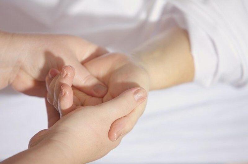 Jak dbać o skórę dłoni?